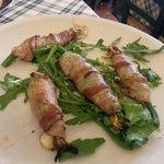 Fleurs de courgettes frites avec lards et mozzarella