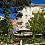 Hotel Tania Foto