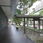 Hotel Ibis Porch and connection to Bus-stop at Bencoolen Street