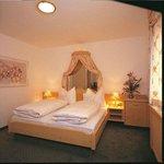 Modernes Doppelzimmer im Hotel Bierwirt