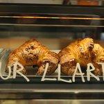 Croissants hechos a diario. 100% mantequilla y 100% manteca.