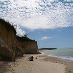 Falésias,praia deserta, mar maravilhoso, linda!!