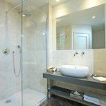 Deluxe Room Twin beds - bathroom