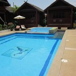 En lagom stor pool att kunna svalka sig i efter att suttit i solen.