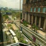 Vue de l'ascenseur avec vue panoramique sur le boulevard Jalan Imbi