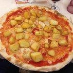 Pizza con patate al forno