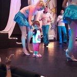 Con una de las chicas del balet