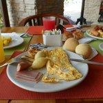 Desayuno buffet con carimañolas