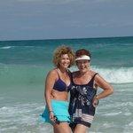 ma mère et moi à la plage