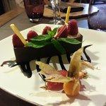 Bûchette de Chocolat Noir aux Poires pochées