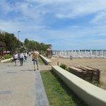 Promenade to Side
