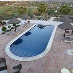 Zwembad gezien vanaf het terras