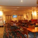 lobby y zona desayuno moderno