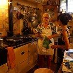 料理上手のマダムの素敵なキッチンで料理を教えていただきました