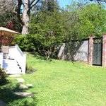Marcia's Cottage: Backyard