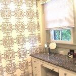 Marcia's Cottage: Bathroom