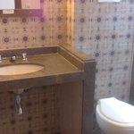 Esse é o banheiro do quarto.