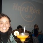 Un peu fatiguée par l'avion mais une fois dans le Hard rock café à Barcelone ........