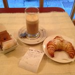 Croissant & cafe latte
