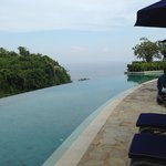 The infinity pool in Villa Chintamani