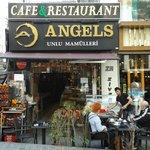 Café Angels, al lado del hotel Darkhill