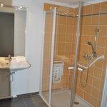 Salle de bains (douche - logement PMR)