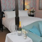 First Floor Four Poster Premier Suite with en-suite bath/shower
