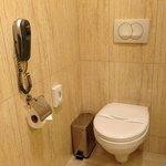 Toilette im Bad (mit Telefon :-) )