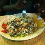 Ein leckerer Frutti di Mare Salat als Vorspeise