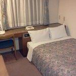 大きな部屋に大きなベッド