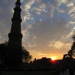 A torre Qutub ao por do sol
