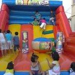 Terraza interior con parque infantil