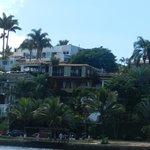 Vila D´este em amarelo - Vista a partir da Orla Bardot