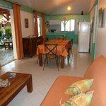 Grand séjour salle à manger de la villa Hibiscus