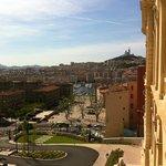 Notre Dame de la Garde veille sur Marseille.