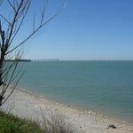 Le Pont de ré depuis le bord de mer...