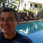 Depois de um dia cansativo, a melhor opção é o barzinho que fica ao lado da piscina!