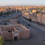 Vue depuis la terrasse : coucher de soleil sur Ouarzazate