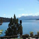 vista do lago nahuel aos pes do hotel