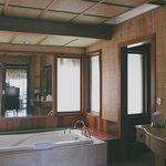 Water bungalow - bathroom