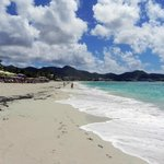 Long sandy beach in Simpson Bay