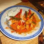 rotes Thaicurry Hühnerfleisch mit Reis
