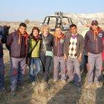 Photo mit der Crew von Göreme Balloons - ganz rechts unser Pilot, Hayri