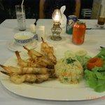 Dinner, einer der Hauptgänge im Hotel Rajapruek