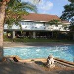 Pool (kleiner Pool), mit Blick auf das Hauptgebäude