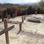 cementerio minihollywood con vistas desierto de Tabernas, Almería