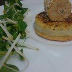Foie gras en croûte de sésame, crème brûlée aux topinambours