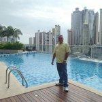 Disfrutando de este gran hotel.