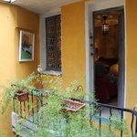 Petite terrasse devant la chambre