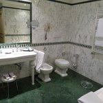 Salle de bains (avec baignoire balnéo)